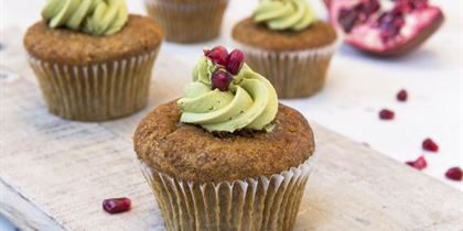 Pomegranate & raspberry cup cakes with matcha icing gf / vgn / ff