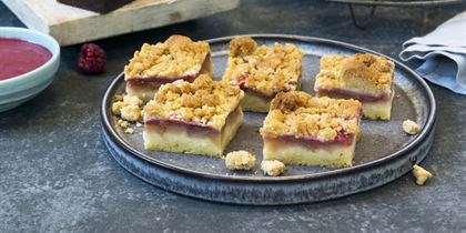 Apple and rhubarb crumble slice